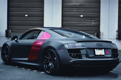 Audi R8 with a pink side panel