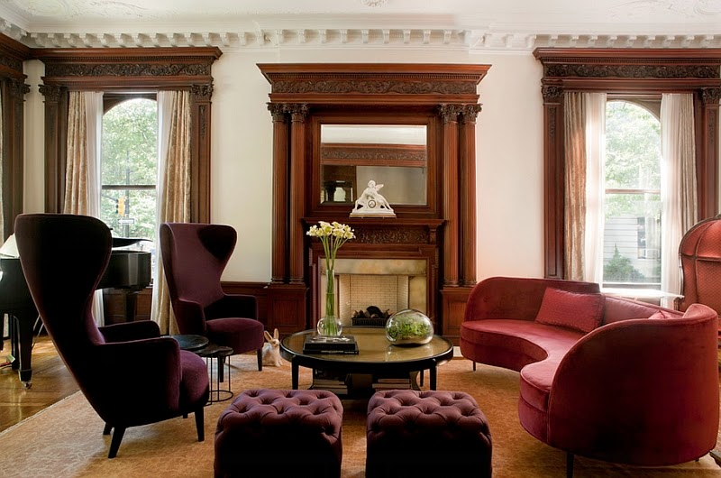 Eye for design decorating with curved sofas for Aubergine living room ideas
