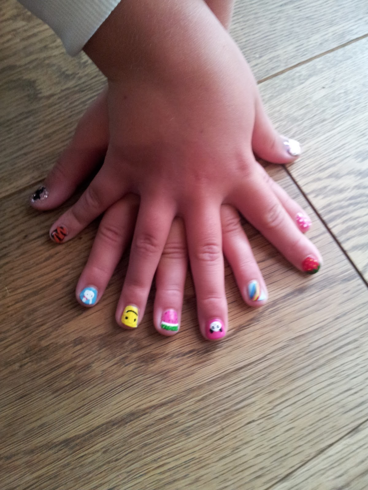 Kawaii Nail Art: Mini Millie nails