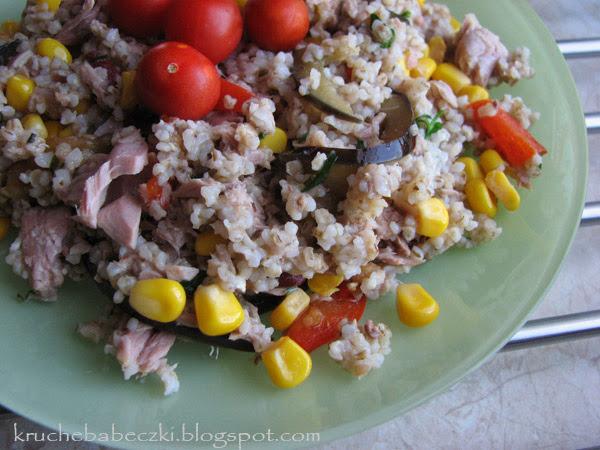 Kasza jęczmienna z tuńczykiem i warzywami