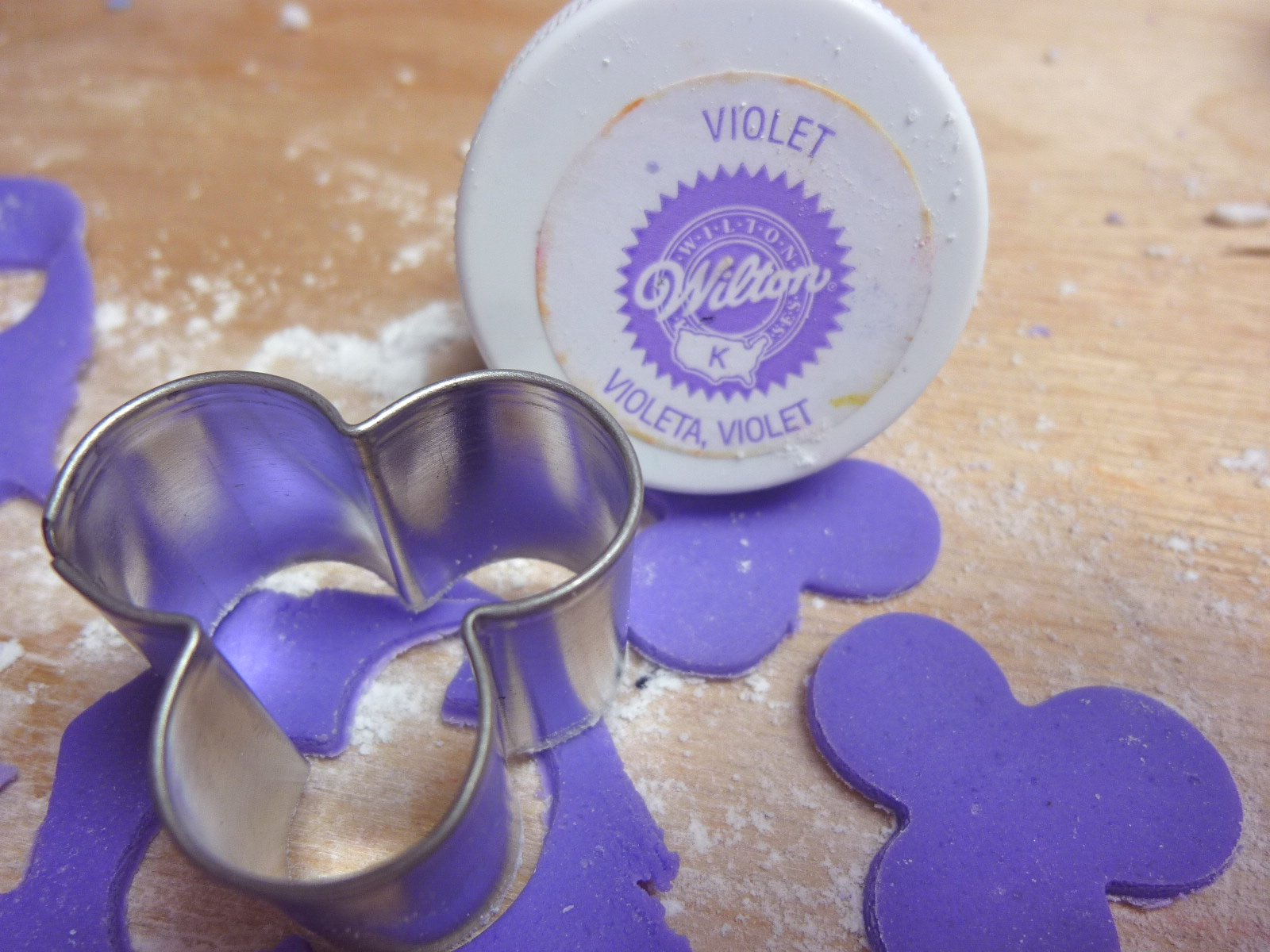how to make purple colour fondant