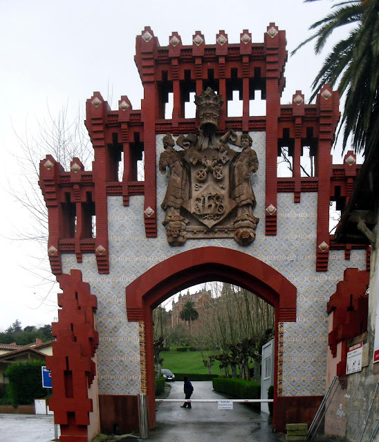 Entrada edificios Antigua Universidad Pontificia de Comillas