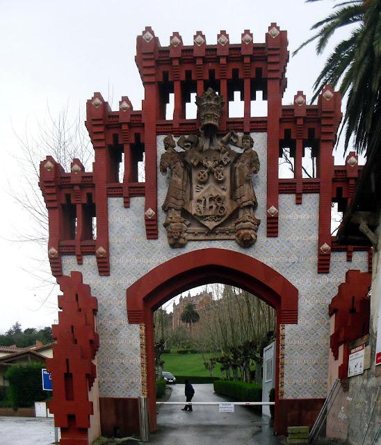 Entrada edificios Antigua Universidad Pontificia de Comillas