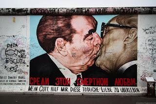 """""""Mein Gott, hilf mir diese tödliche Liebe zu überleben"""" en andere Berlijnse graffiti"""
