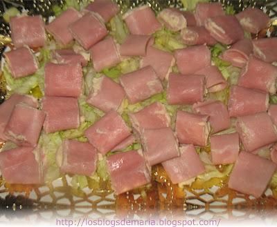 Canapés de jamón dulce con mousse de bonito del norte