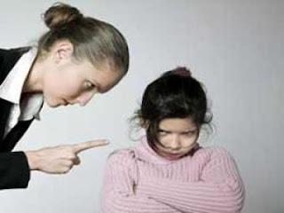 متى تكافئين طفلك ومتى تعاقبيه ؟