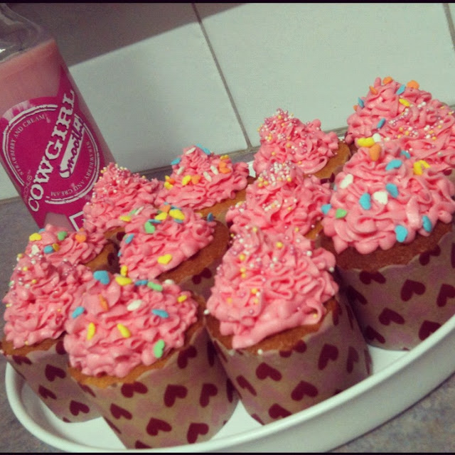 vanilla cupcakes with strawberry frosting >> STARTS WITH CUPCAKES