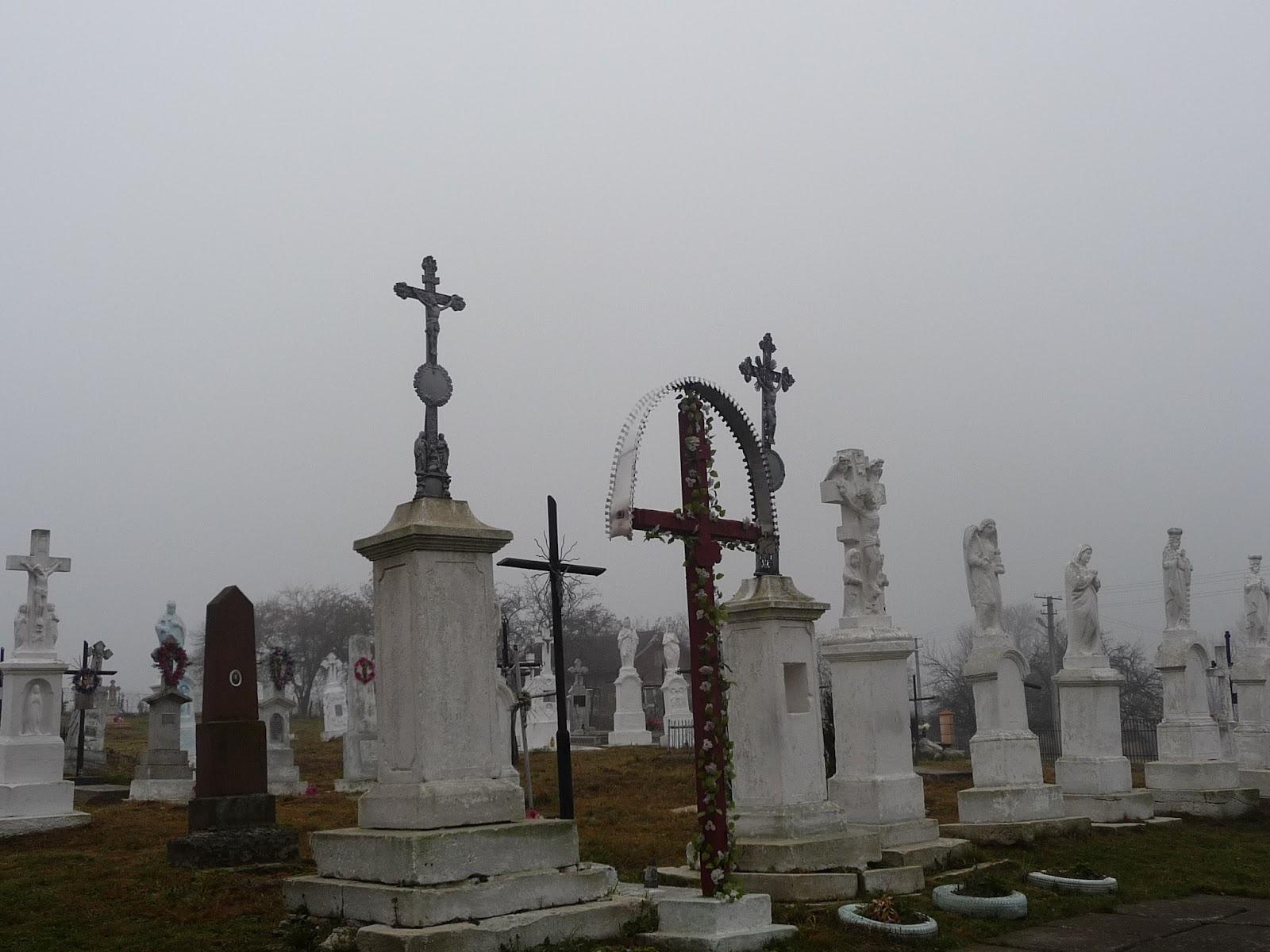 Верхній Дорожів. Кладовище біля церкви Вознесіння Господнього