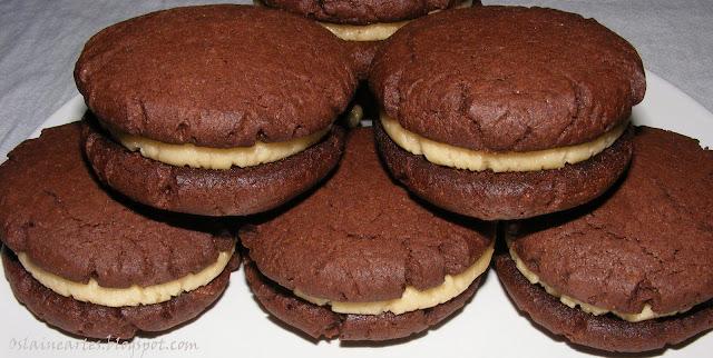 Cookies de Chocolate com Recheio de Amendoim