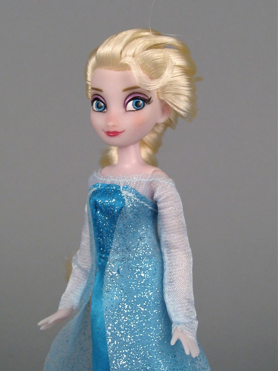 Elsa Mini Doll Wardrobe set