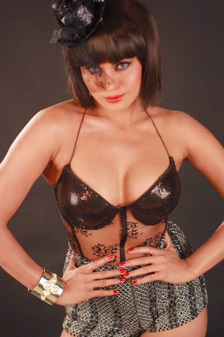 Pakistani Actress Veena Malik Latest Bikini Photo Shoot