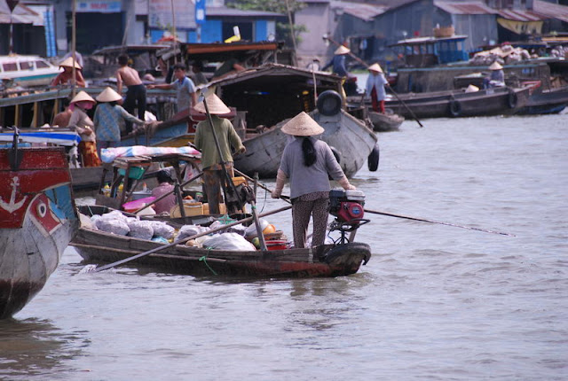 Marché flottant de Phung Hiep, province de Hau Giang