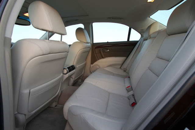 2012-Acura-RL-Interior-Front