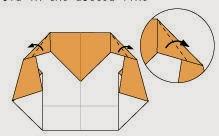 Bước 8: Gấp chéo hai cạnh tờ giấy về phía mặt đằng sau tờ giấy.