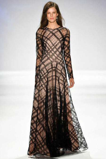 Maxi dress with long sleeves with checkered pattern by Tadashi Shoji Mode-sty