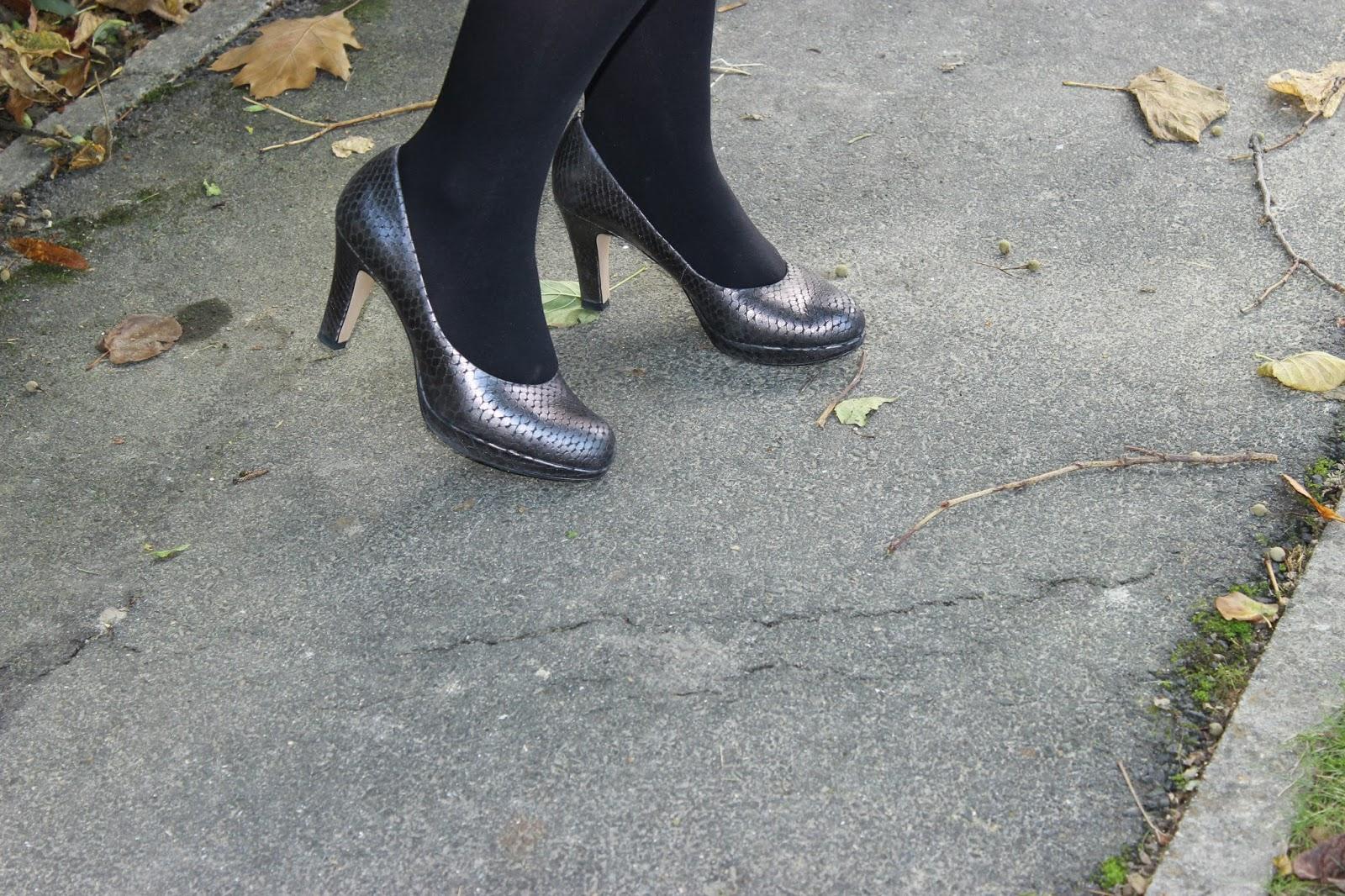 Pull argenté Wallis jupe naf naf chaussures Clarks