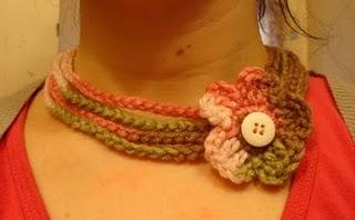 http://2.bp.blogspot.com/-_mVliLtSDzo/Ti15MtIH9OI/AAAAAAAAAJk/9rVuvmzqilM/s1600/colar+croche+com+flor+o3-738222.jpg
