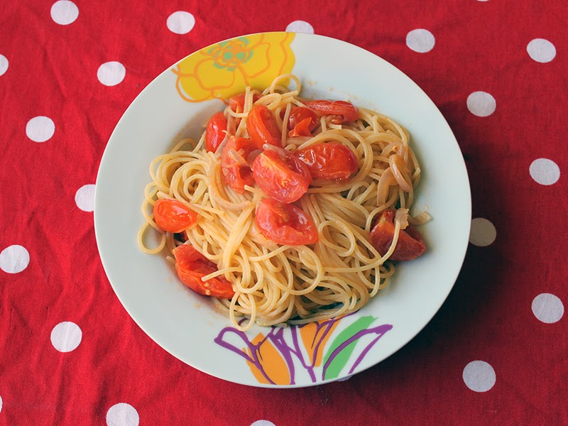 Spaghetti con pomodorini e ricotta forte