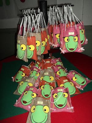 Las sorpresitas....bolsitas de arpillera con caritas de goma eva