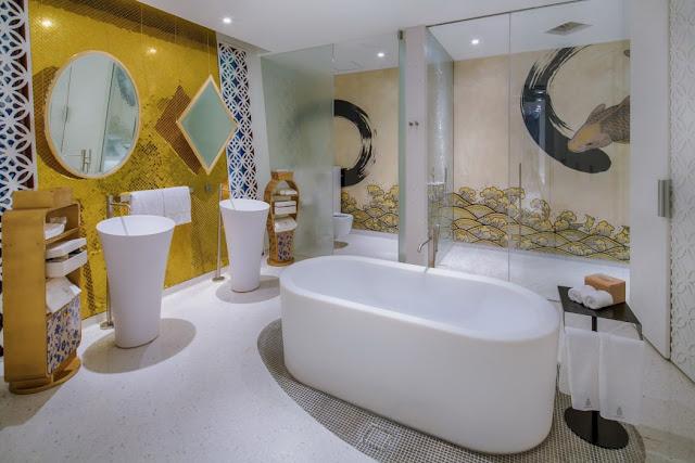 Traditionelles Kunsthandwerk plus modernes Design – perfekte Mischung für ungewöhnliche Einrichtung und exklusives Wohnen: Bad