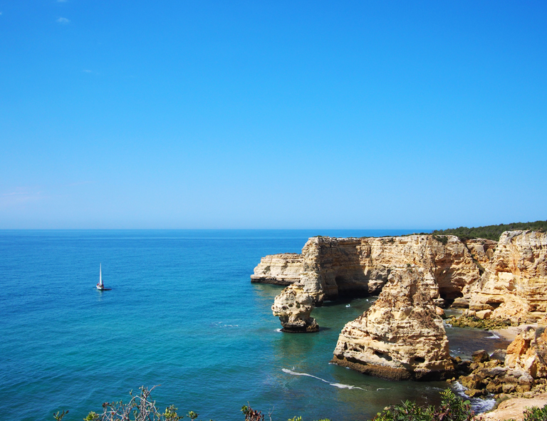 stylish algarve travel guide
