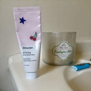 glossier into the gloss priming moisturizer face primer