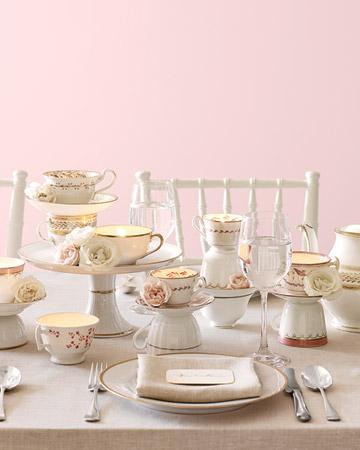 Mesa decorada con vajilla de tés