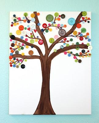 شجرة مصنوعة بازرار الملابس