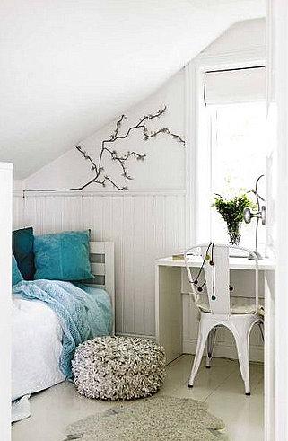 Habitaciones abuhardilladas dos en la pasarela for Tejados madera blanca