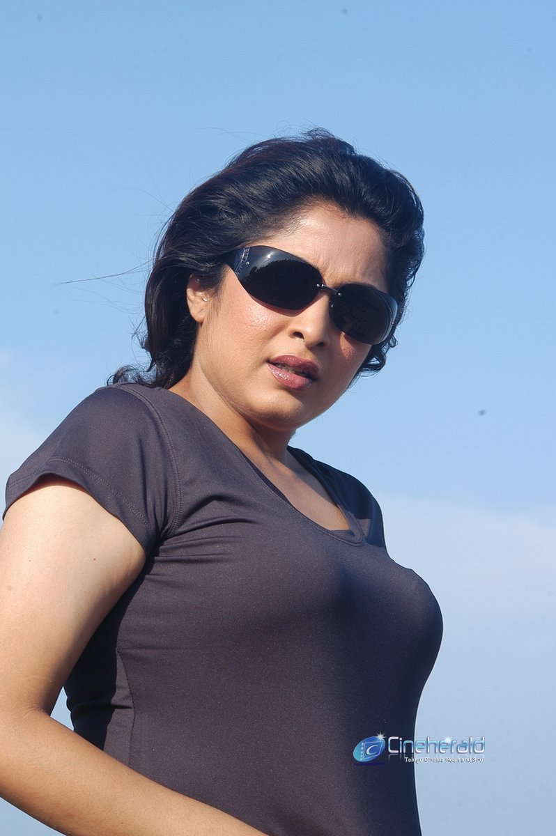Hot Ramya naked kirusnan