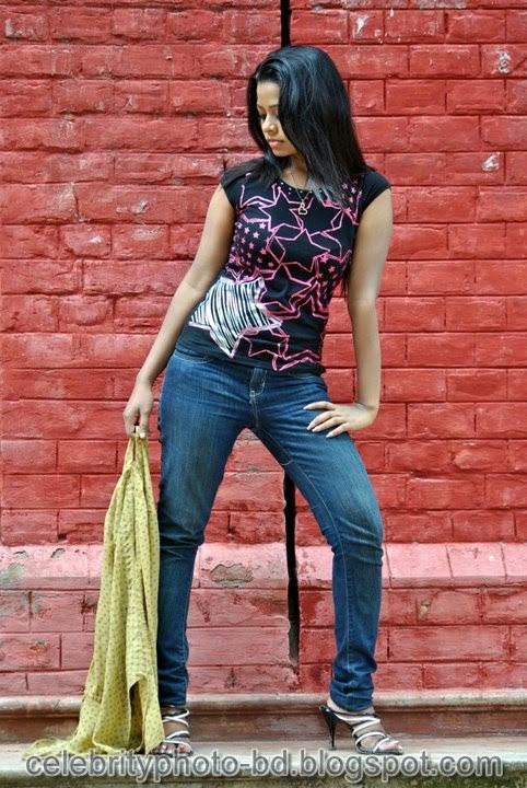 Anjelika+Rahman+Latest+Hot's+Show+In+Skirts+And+Tops+Dress012
