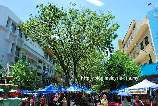 Sunday Market Gaya Street