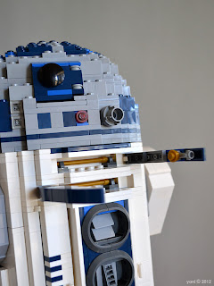 lego r2d2 - those gold details i mentioned earlier