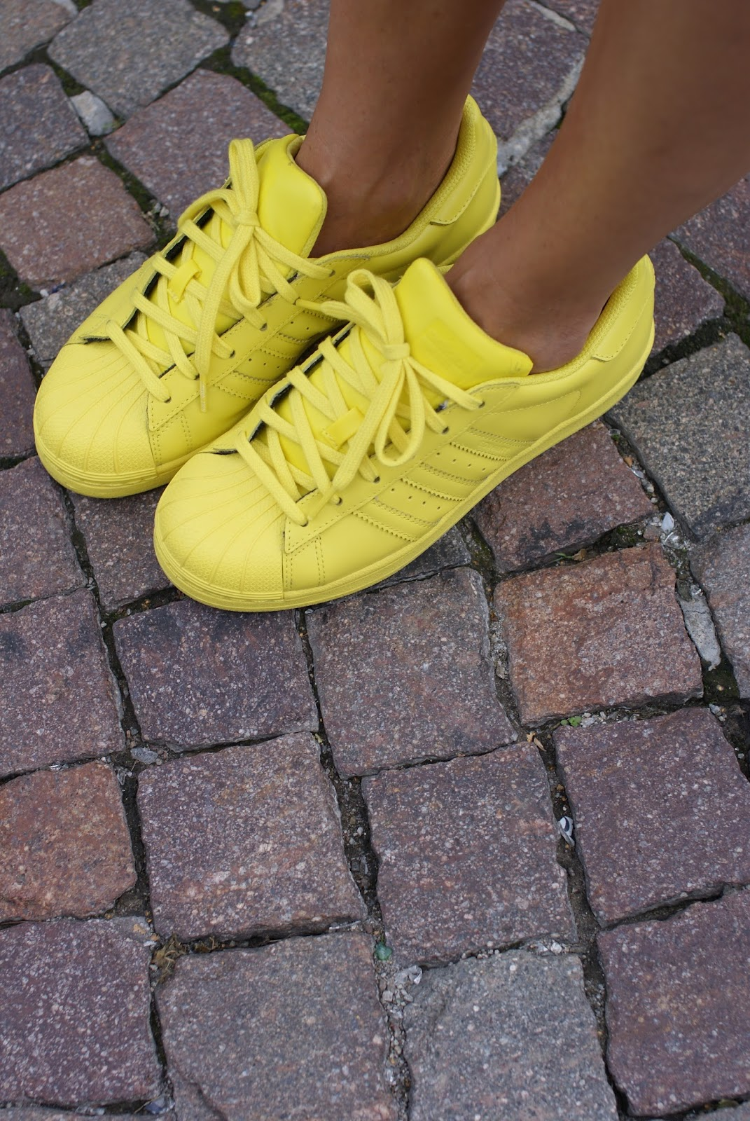 adidas supercolor yellow sneakers on Fashion and Cookies fashion blog