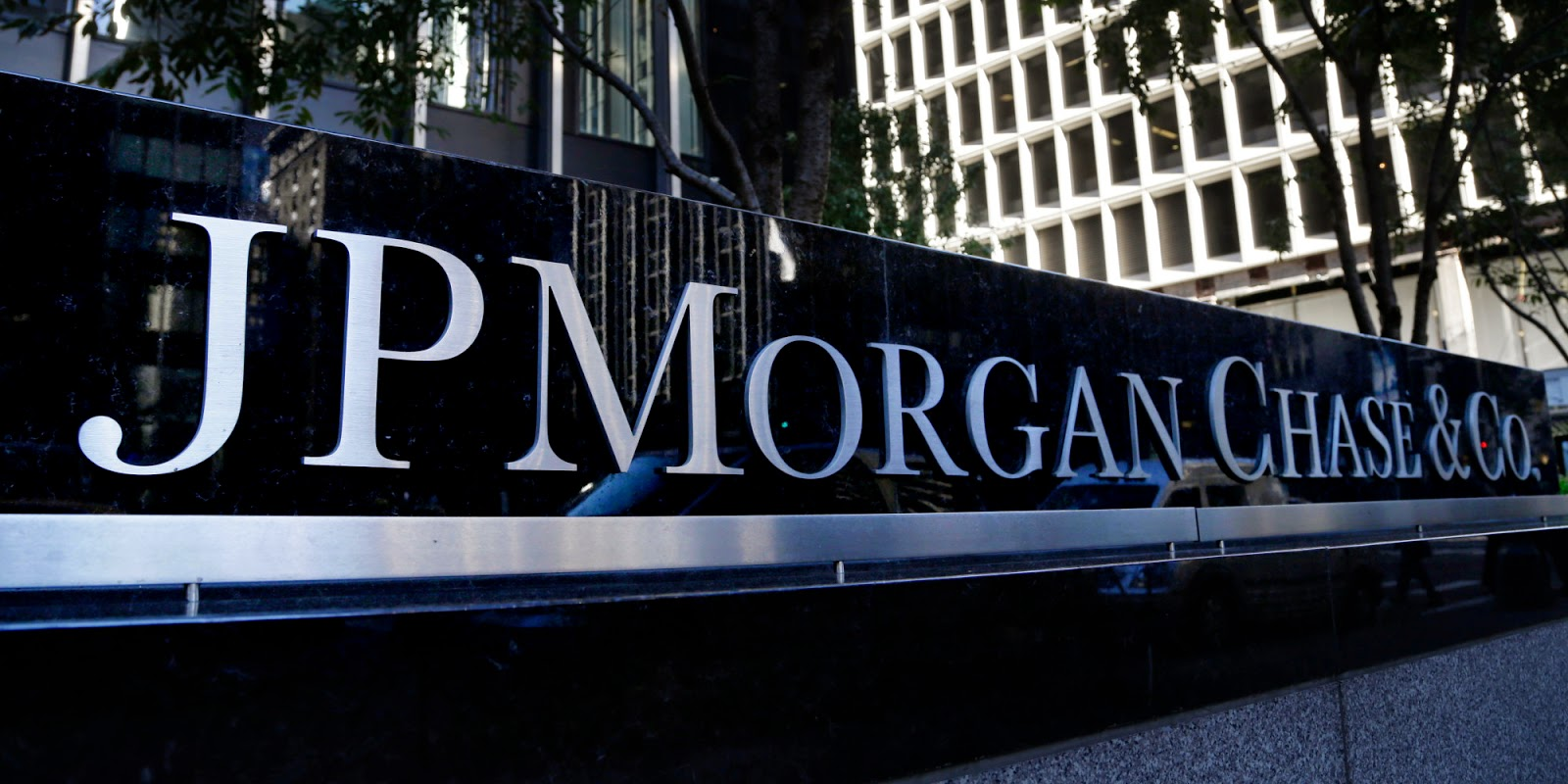 jp morgan chase is america s largest bank right for you