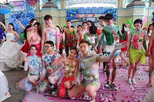 http://www.liataja.com/2015/03/foto-upacara-nikah-bu-gil-di-china-yang.html