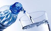 Beba suficientes líquidos para mantenerse fresco y sano durante temperaturas muy altas.