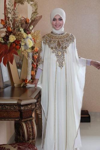 20 contoh baju gamis muslim brokat terbaru 2018 Baju gamis kaftan putih