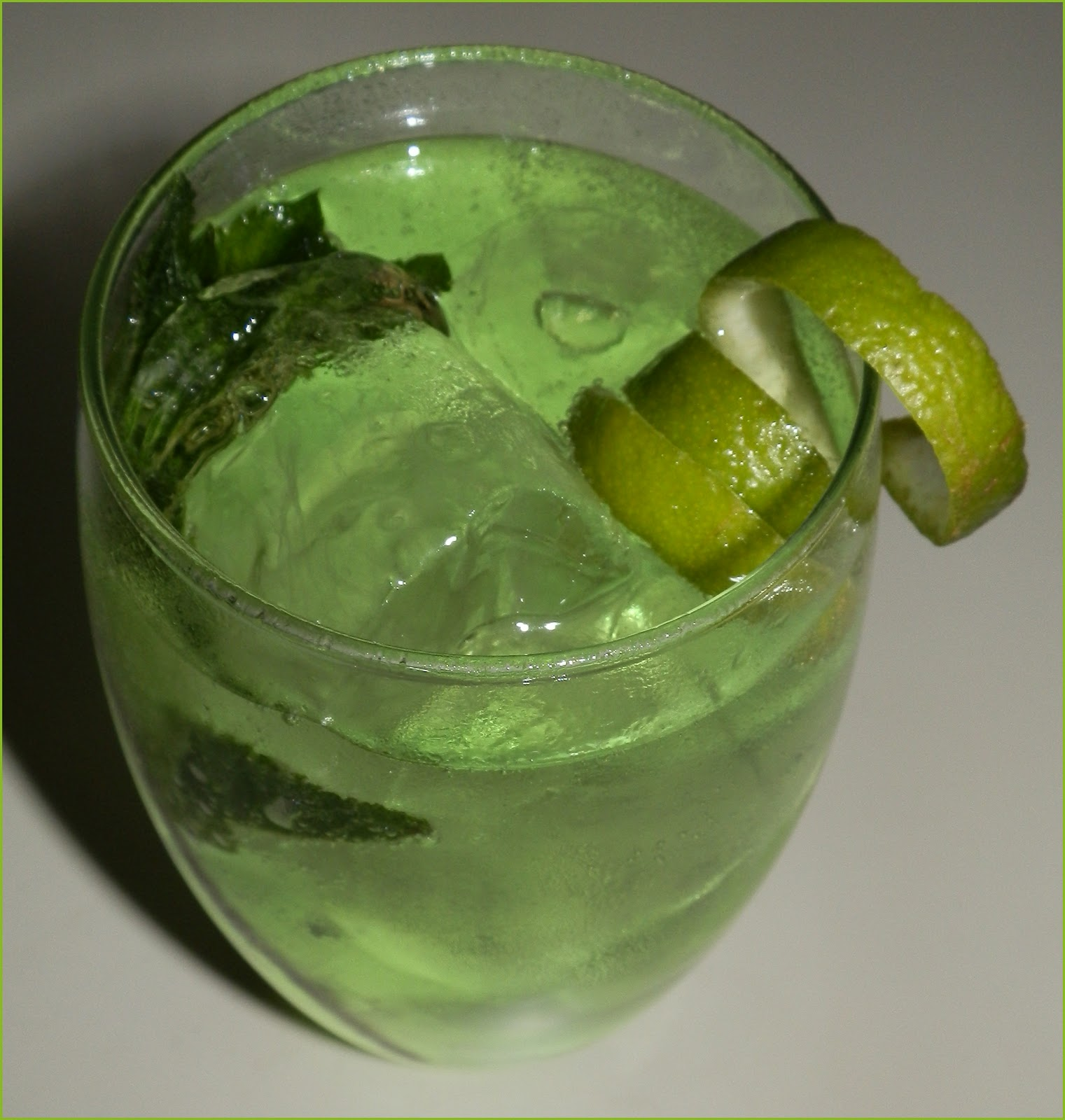 Preparaci n gin tonic perfecto blackwood 39 s 60 the gin blog - Recette gin tonic ...