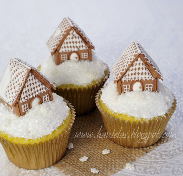 Haniela's: ~Gingerbread House Cupcakes Tutorial~