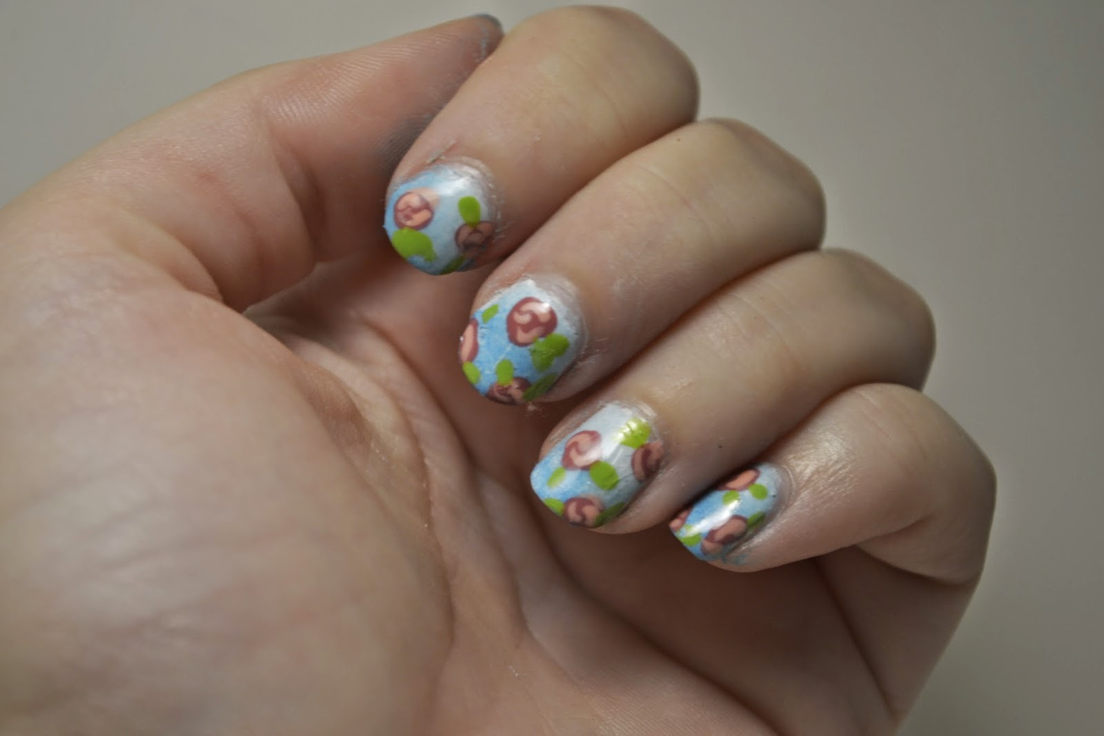 Flower nails by Elins Nails