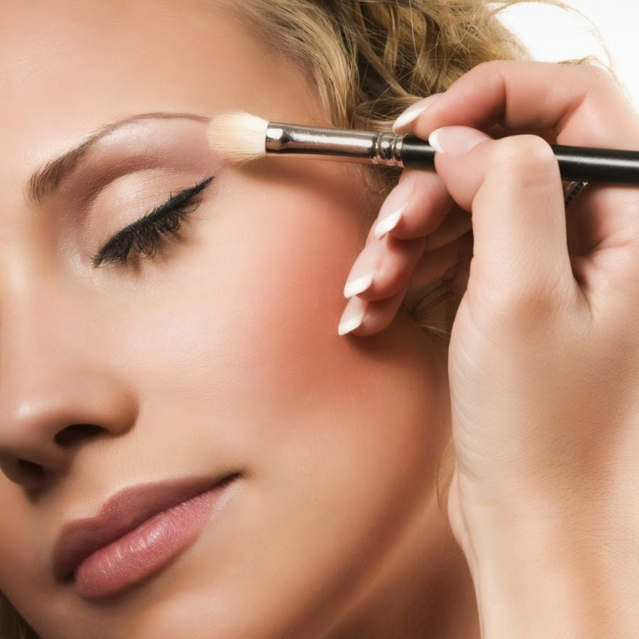 eyes-makeup-Apply-highlighter