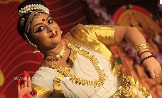 Mohiniyattam by Aswathy Jayaram