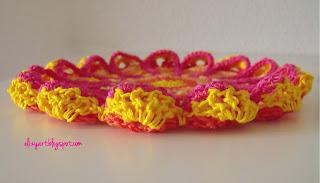 http://elizyart.blogspot.com.es/2013/02/a-touch-of-crochet.html
