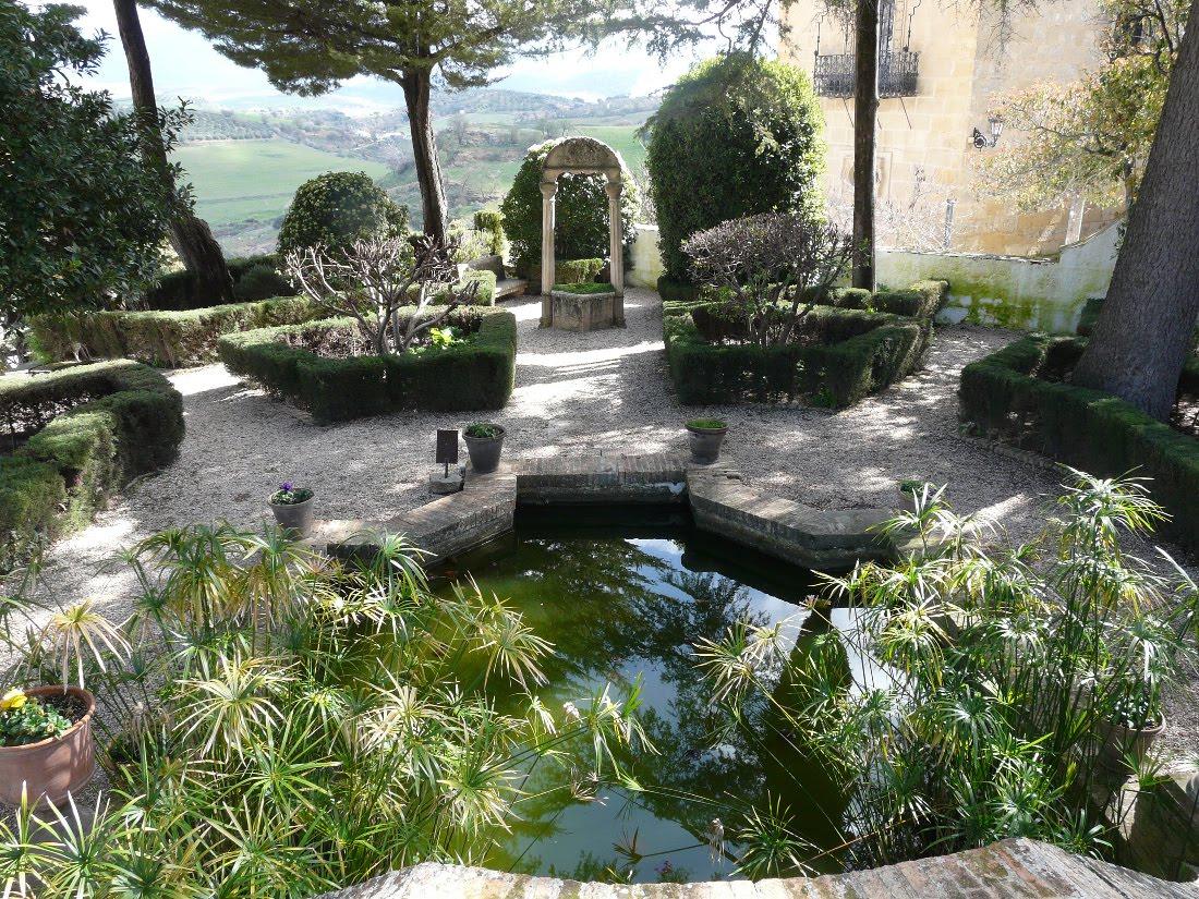 Joyas de la ecovilla pasi n y arte de jean claude nicol s for Jardin villa ronda