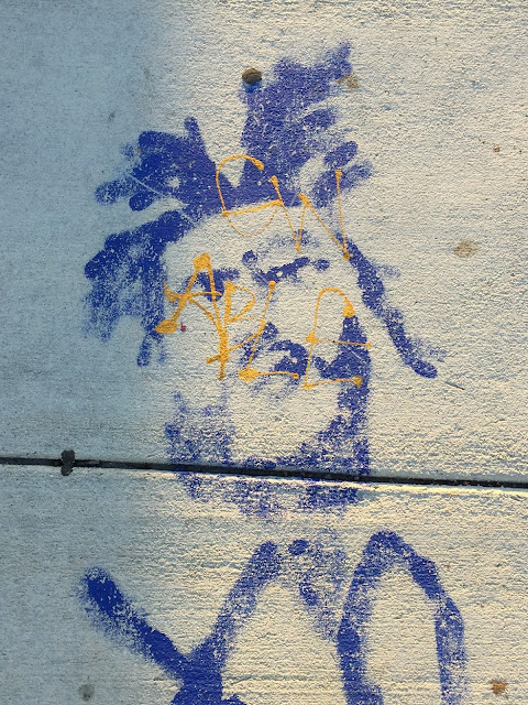 Graffiti, sidewalk art, art, stencil graffiti, Wynwood Miami, Miami, art district, Art Basel