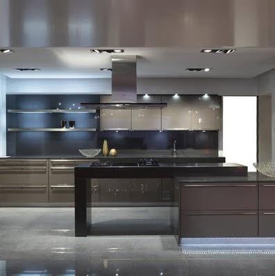 Moderna cocina en color gris con tablero negro for Piso cocinas minimalistas