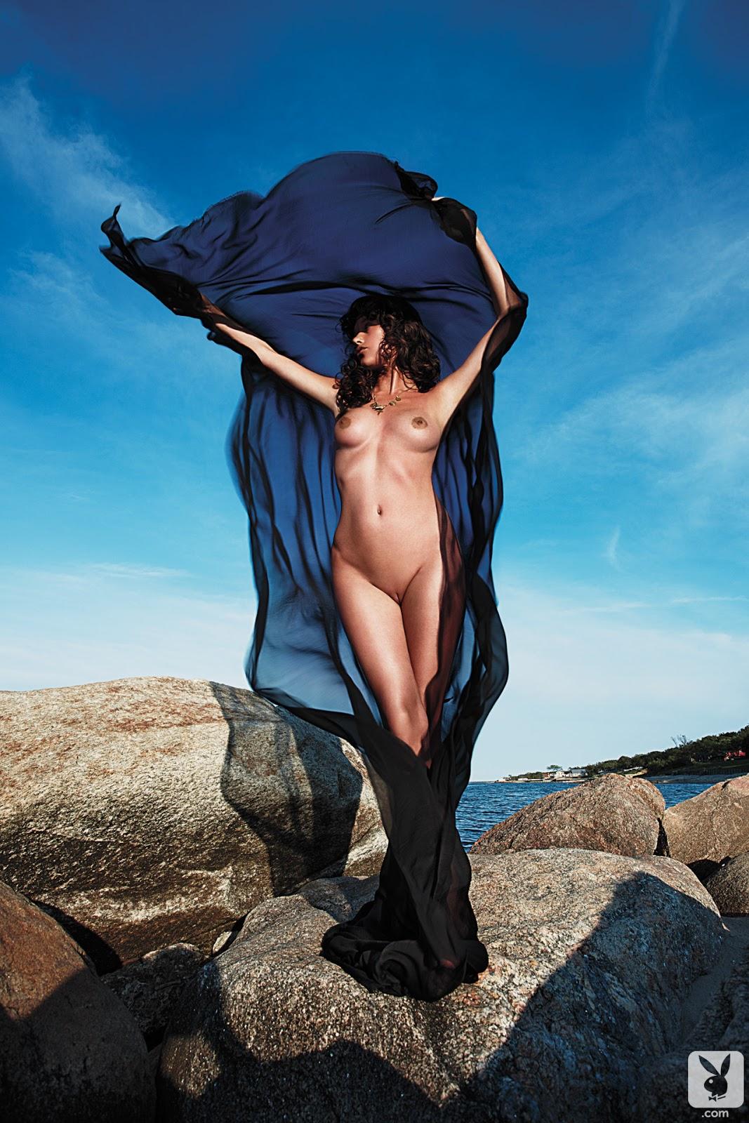 http://2.bp.blogspot.com/-_s7tT3XFLGE/UNDhQvTY0LI/AAAAAAAAKCc/g5MQw2X1ovU/s1600/Paz+de+la+Huerta+Playboy+2013+017.jpg