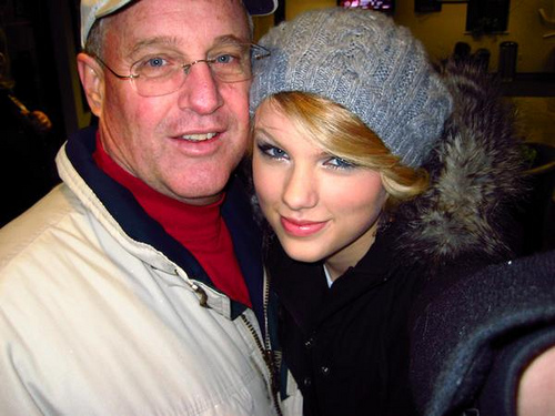 Photo of Taylor Swift & her Father  Scott Kingsley Swift