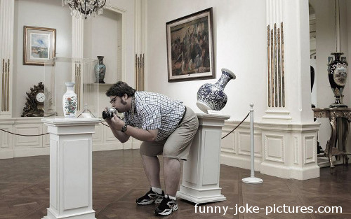 Funny Museum Vase Fail Picture